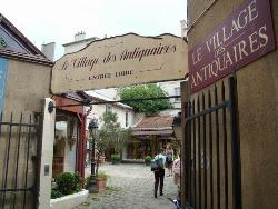 village-antiquaire-entree-250