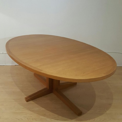 John Mortessen – Table ovale teck blond