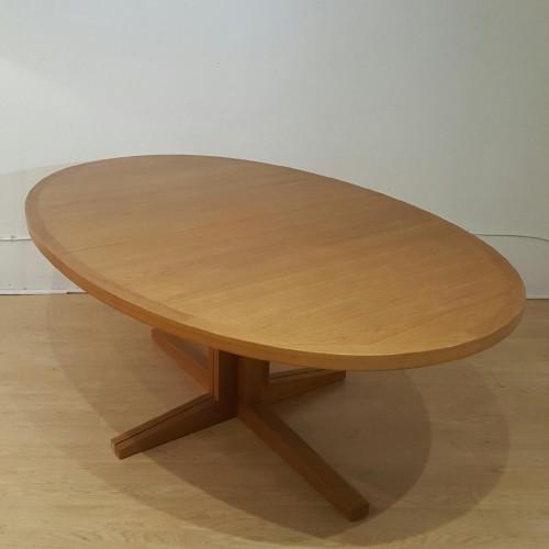John Mortessen – Table ovale teck blond