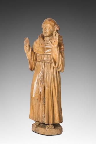 St François d'Assise montrant les stigmates .Bois de Noyer époque début XVII eme Siècle