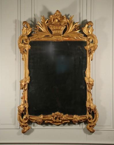 Miroir, époque Louis XV, bois sculpté et doré, Provence