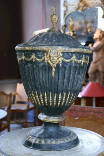Vase en plomb doré, XVIIIe siècle