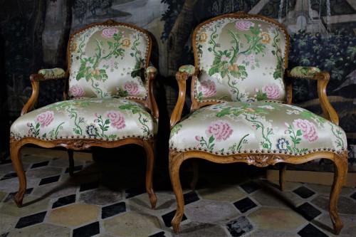Paire de fauteuils Louis XV estampillés P.BERNARD