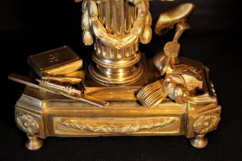 Pendulette Louis XVI sur le thème des arts