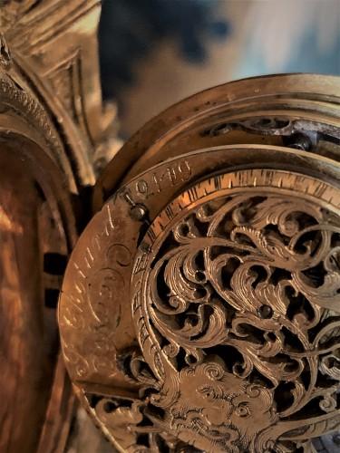 Pendulette en bronze doré Louis XIV