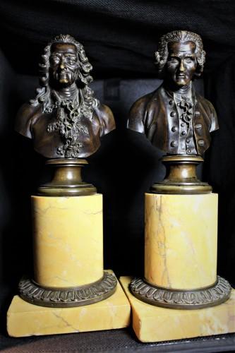 Paire de bustes en bronze de Voltaire et Rousseau