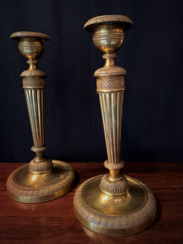 Paire de bougeoirs Louis XVI en bronze doré